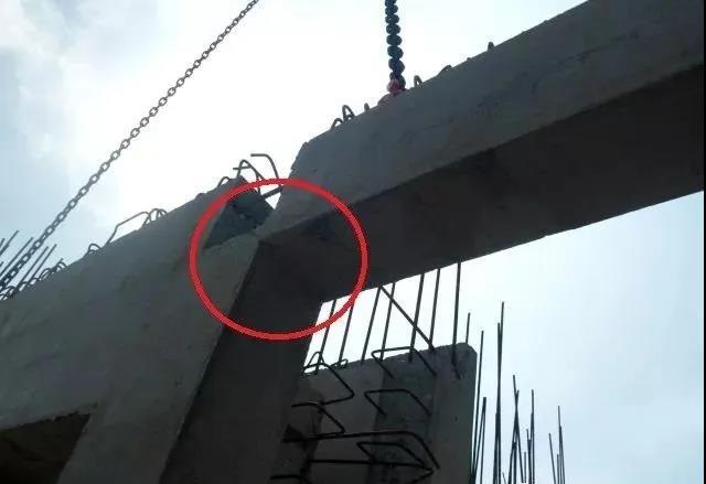 吊装过程中产生明显裂缝