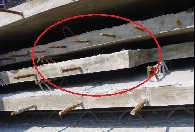 构件堆放缺少垫块